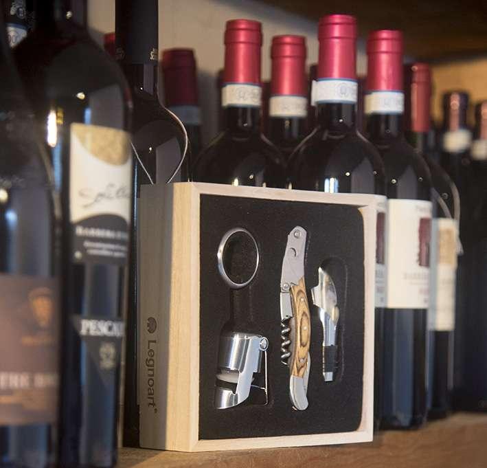 Набор винных аксессуаров из 4 пр. в подарочной упаковке LEGNOART 002.060200.034