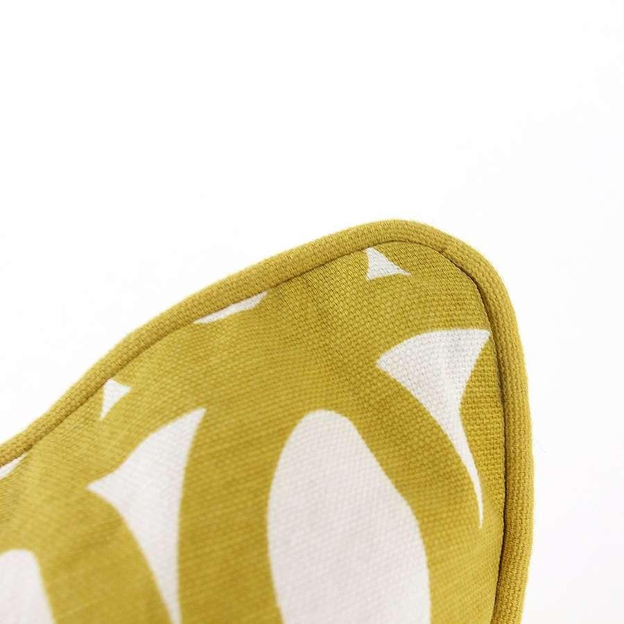Чехол для подушки с двусторонним принтом Twirl горчичного цвета и декоративной окантовкой TKANO TK18-CC0006