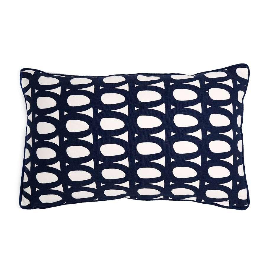 Чехол для подушки с двусторонним принтом Twirl темно-синего цвета и декоративной окантовкой TKANO TK18-CC0005
